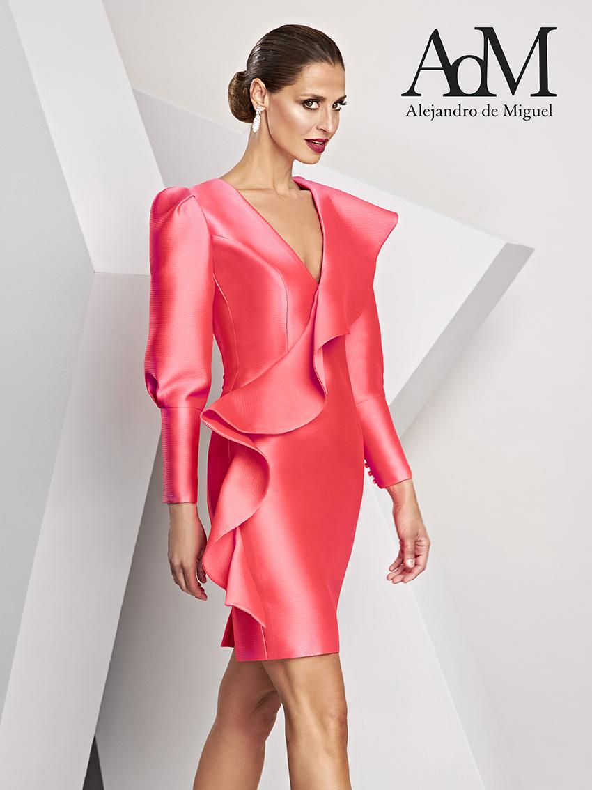 Alejandro de Miguel, líneas depuradas y cortes perfectos para la mujer