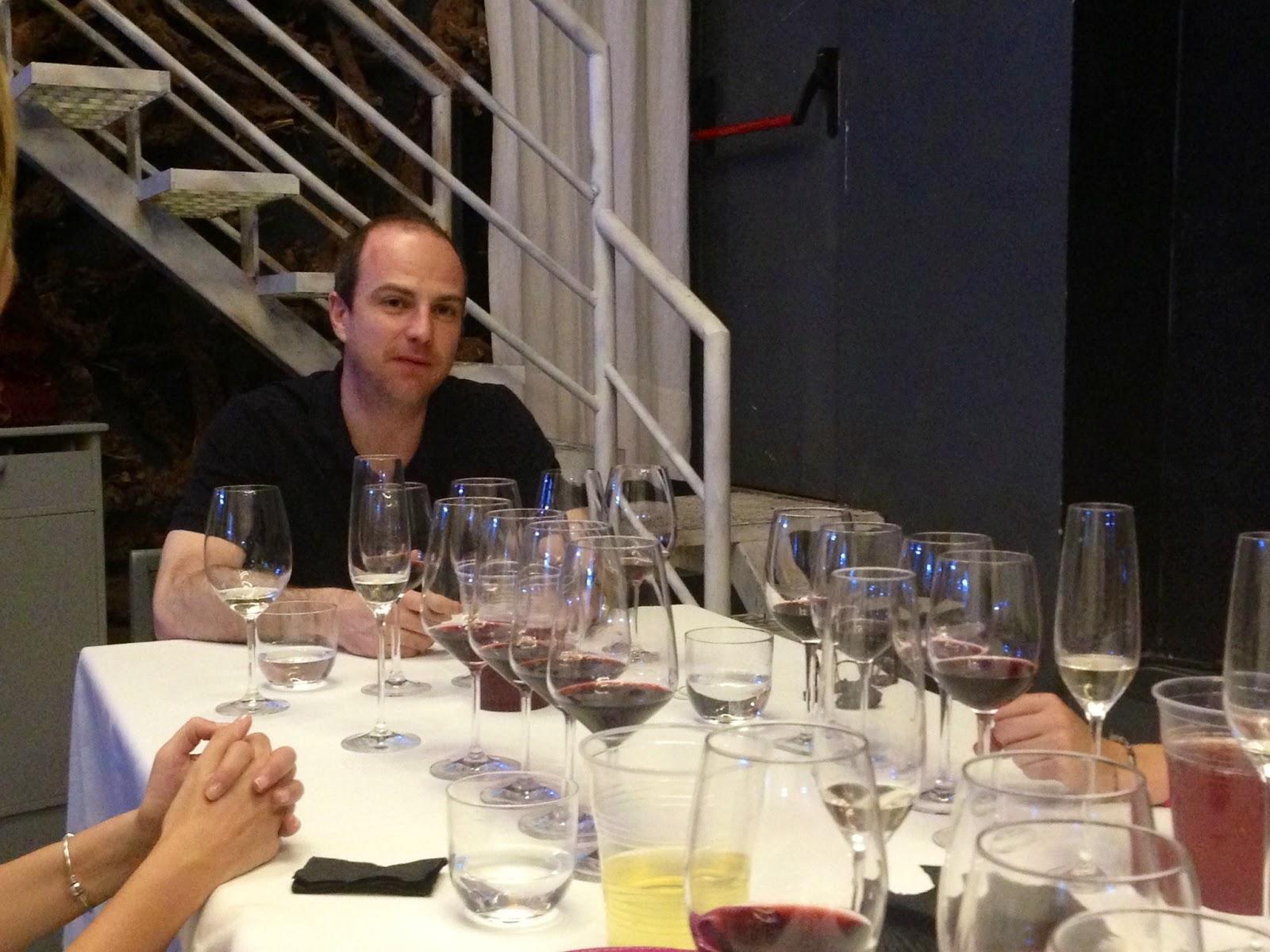 Cata nocturna de vinos internacionales