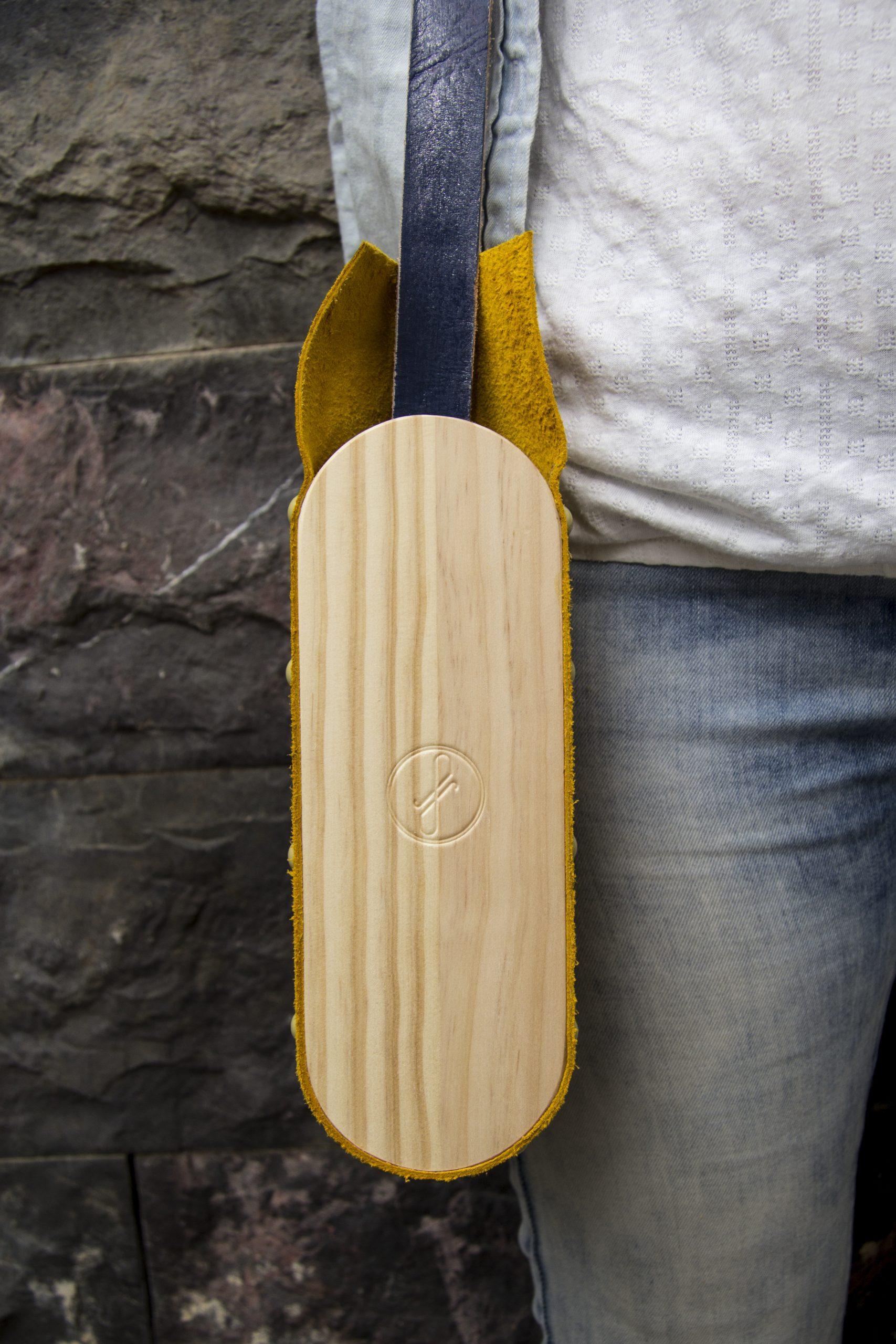 Bolsos atemporales hechos en madera e inspirados en la naturaleza