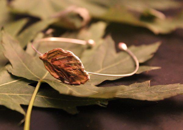 Testone Hojas transforma la naturaleza en joya