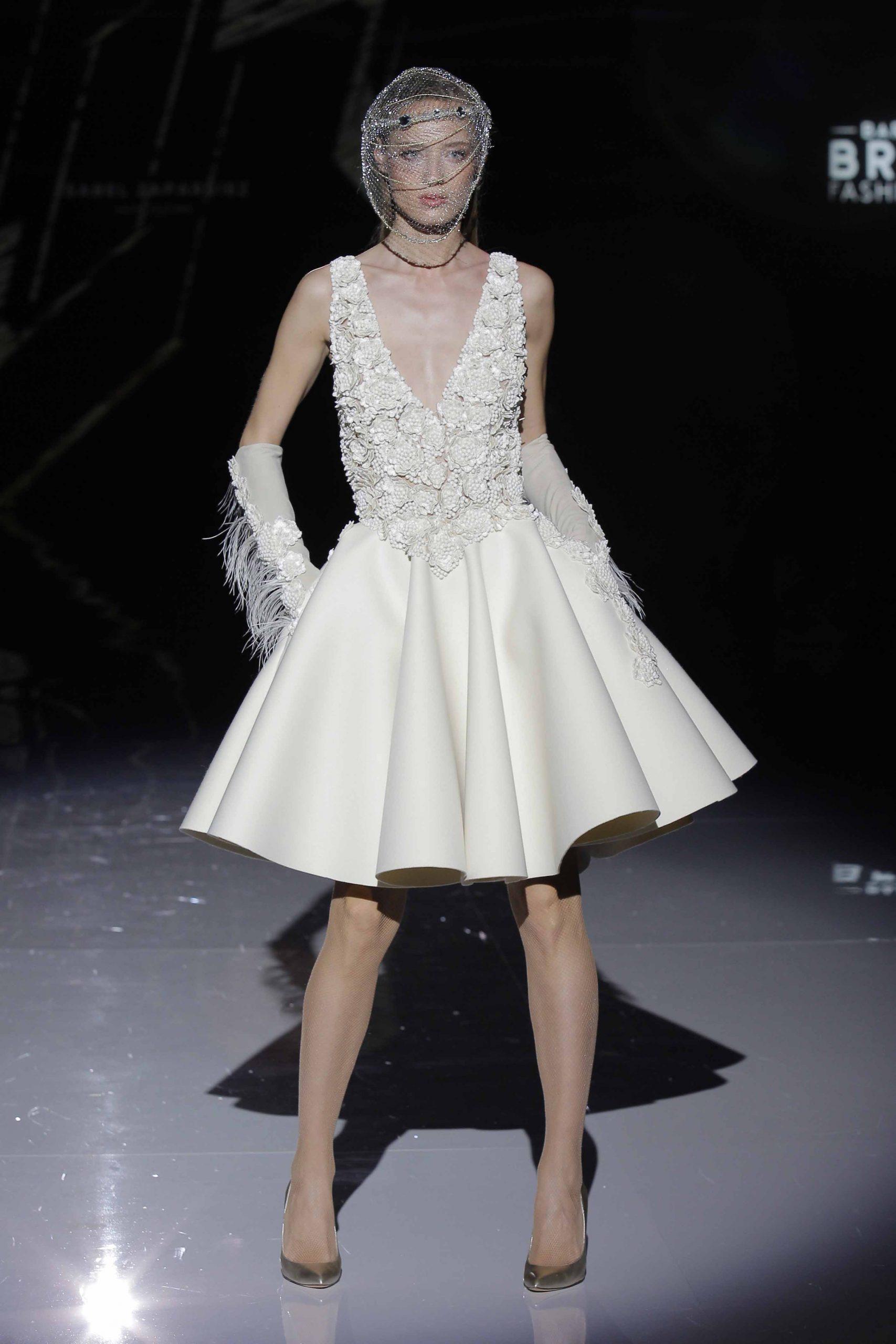 Isabel Zapardiez se inspira en el arte de la esgrima para las novias 2019