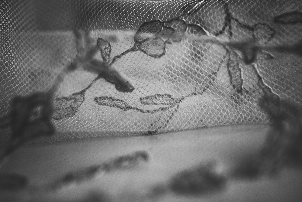 Las increíbles historias que esconden los tejidos de Laura Escribano