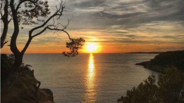 Menorca inspira la colección cápsula de Laura Opazo para Ría Menorca
