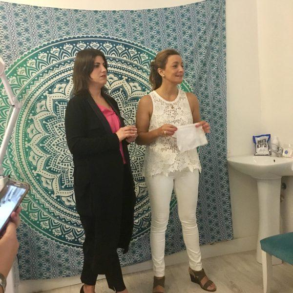 Toallitas Näps celebra el Día Rosa y se tiñe de solidaridad