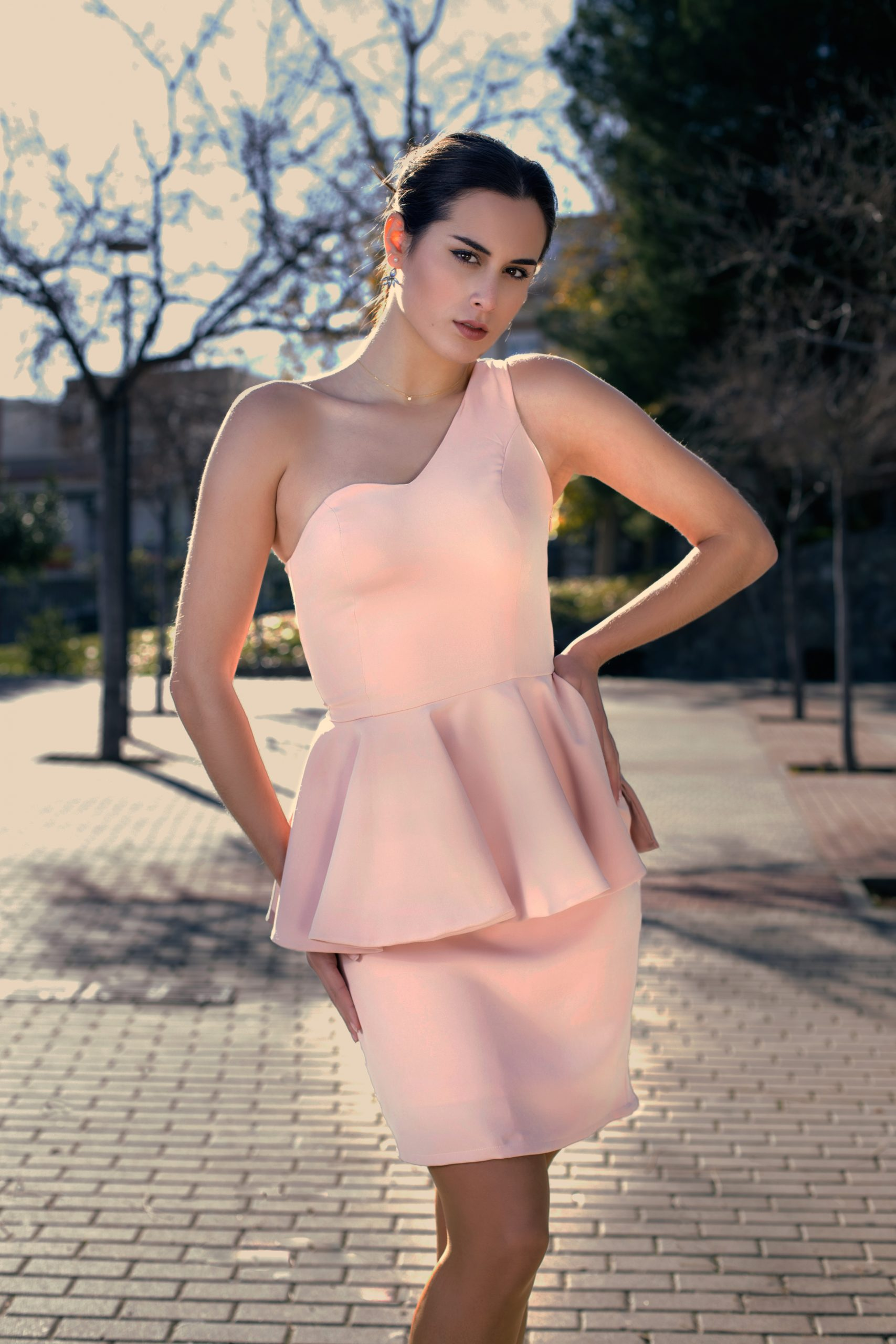 Violeta Vergara fabrica prendas en ediciones limitadas con un aire romántico