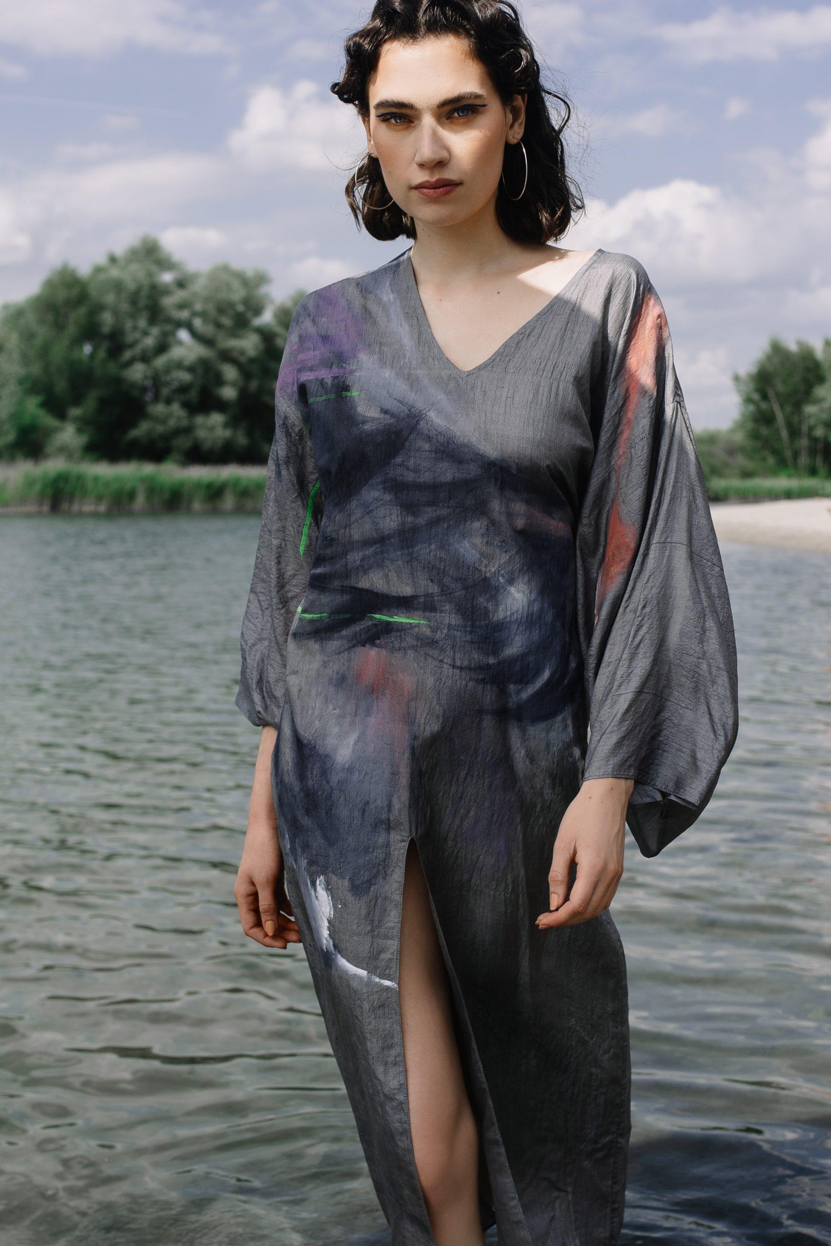 La firma de moda sostenible presenta colección inspirada en el movimiento de las olas